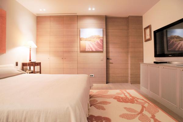 Brushed oak bedroom