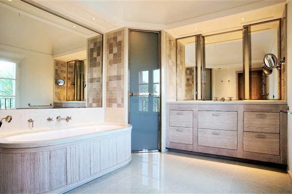 Larch wood bathroom