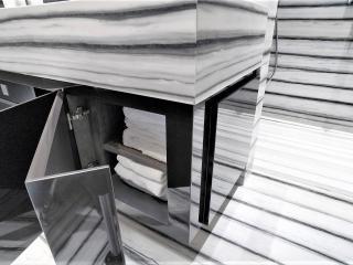 Meuble vasque laqué noir avec porte d'angle