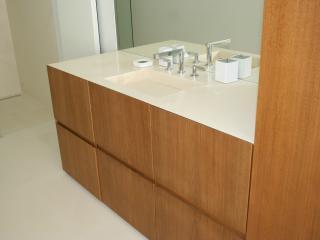 Meuble vasque moderne en chêne