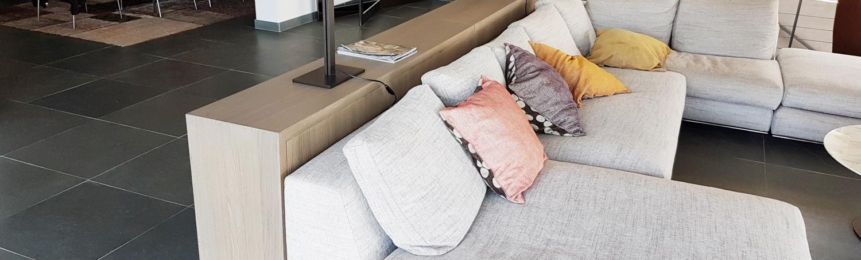 Autour du canapé