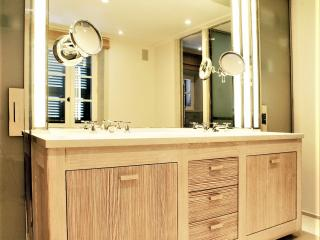 Meuble vasque de salle de bain en mélèze