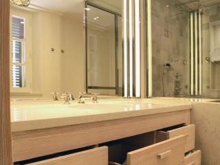 Meuble vasque de salle de bain en mélèze avec tiroirs
