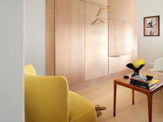 Placard design avec portes asymétriques