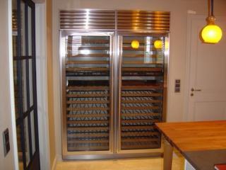 Conception de cuisine sur-mesure avec doucine en façade de placards